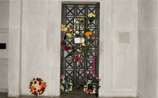Elvis Presley crypt up for auction