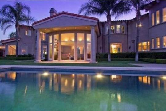 Dwayne Johnson lists his Hidden Hills home