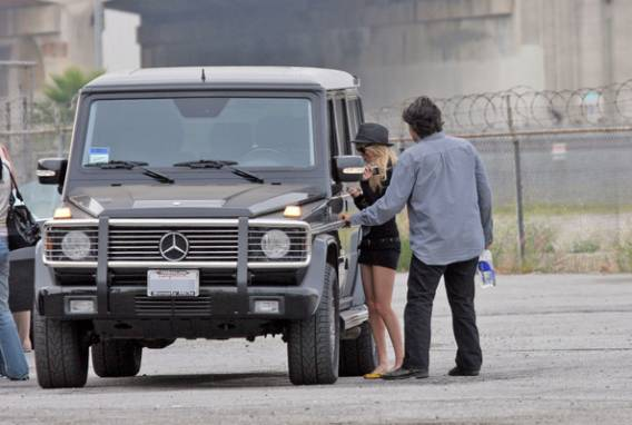 Nicole Richie is frequently seen driving around in her black $ 80000 Mercedes-Benz G500.
