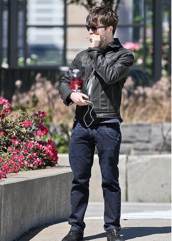 Daniel Radcliffe is a fan of iPod and is often spotted listening to music on it at public places.