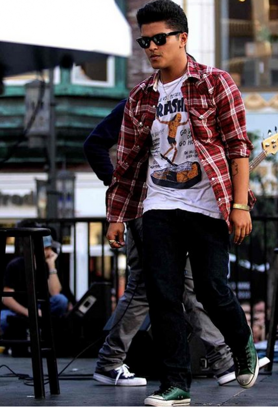 Bruno Mars is usually spotted rocking the casual look and he extends his love of denims by pairing his skinny jeans and denim vests with Chuck Taylor All Star Low Profile sneakers.