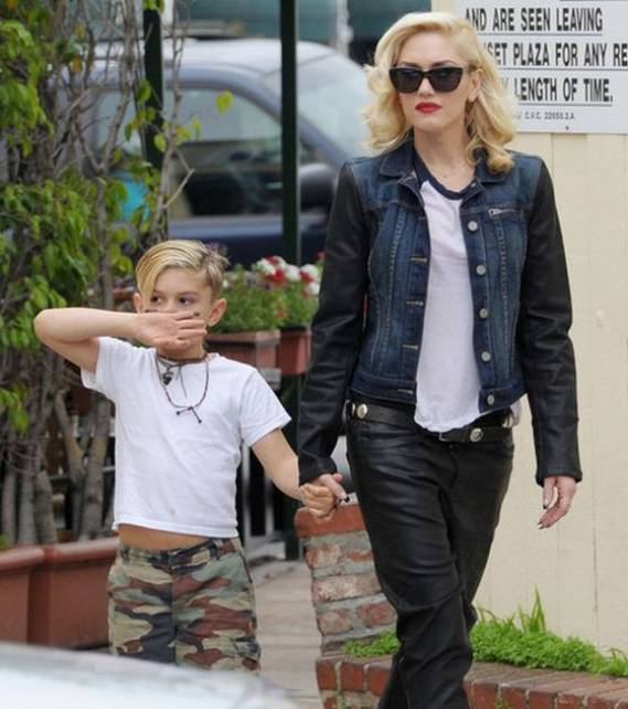 Exiting the Cafe Med restaurant, Hollywood, with her son, Gwen Stefani was seen wearing the Owen-Lenny denim jacket from Paige Premium Denim