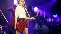 Taylor Swift has been named the highest paid singer of 2014