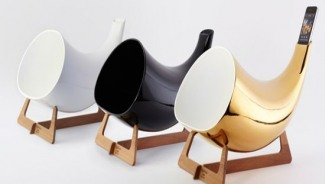 En & Is megaphones with iPod integration boasts 24kt gold finish