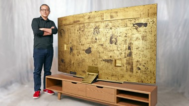 Samsung Auctions Off Gold UHDTV for Charity