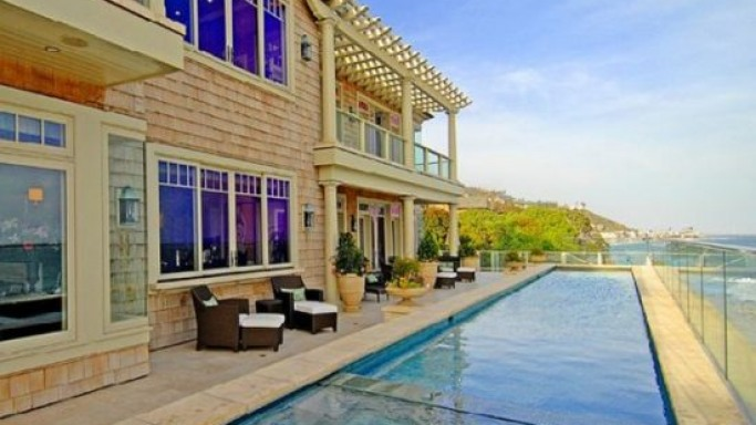 A Malibu mansion is set to become the most expensive US home ever sold on auction