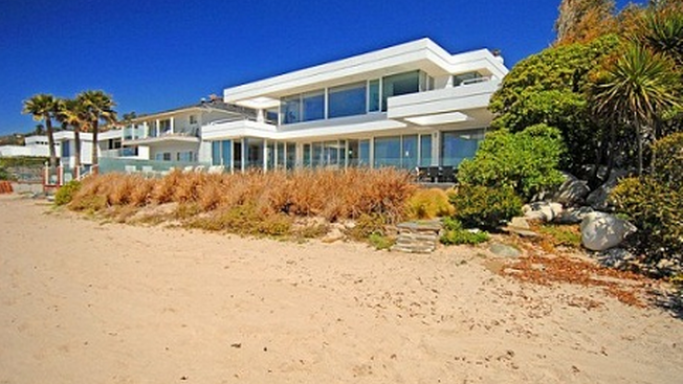 Carbon beach home