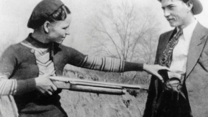 Gangsters Bonnie and Clyde's weapons sale creates furore on the auction block