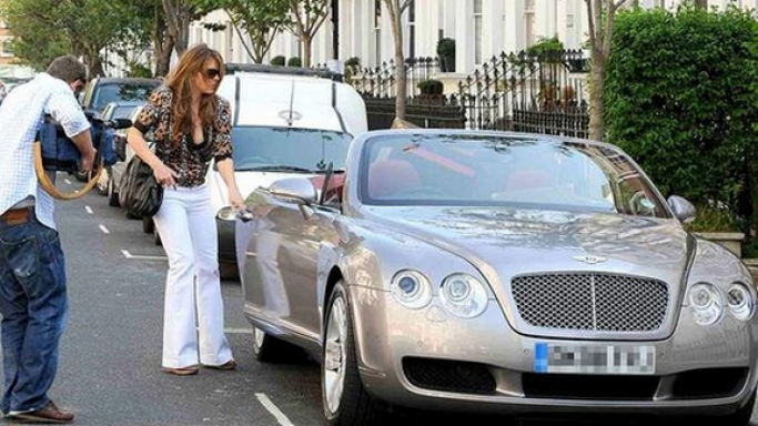Being a successful movie actress and model, Elizabeth Hurley lives a very luxurious life. She owns an ultra luxury Bentley Covertible.