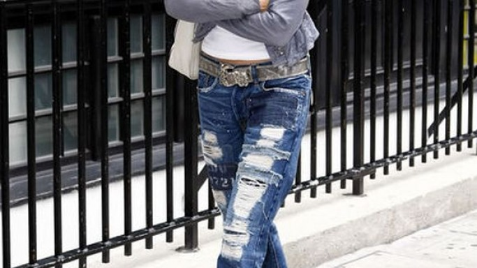 In a candid shot taken of her walking along the street in a rugged and torn jeans pant, Ms.Sheryl Crow was wearing sandals from Yves Saint Laurent.