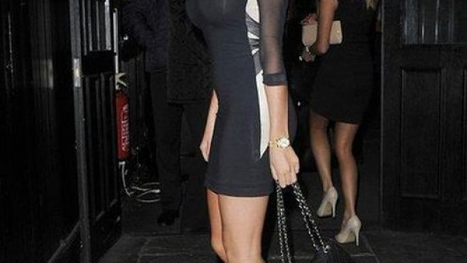 Amy carried her luxurious hand bag while arriving at Essex on April 2012.
