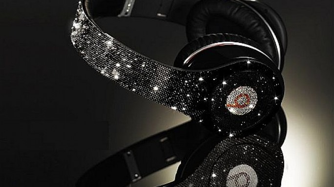 CrystalRoc does the Dr. Dre Beats headphones this time
