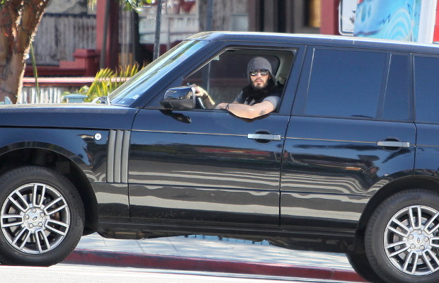 photo of Russell Brand Mercedes-Benz S-Class, Range Rover - car